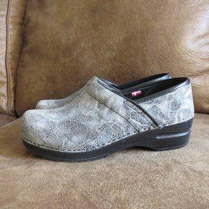 Beautiful Gray Sanita Clogs Size 38 / US 7.5 EUC